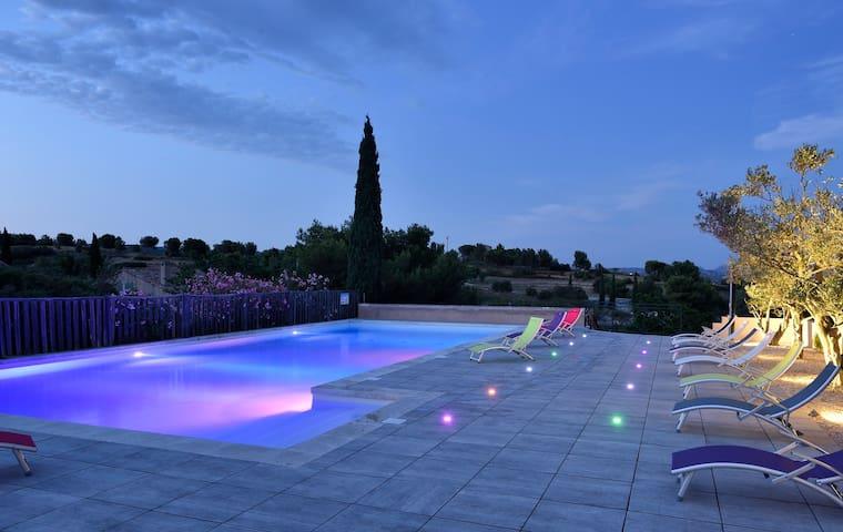 Mazet 6 pers. avec piscine commune à Paradou