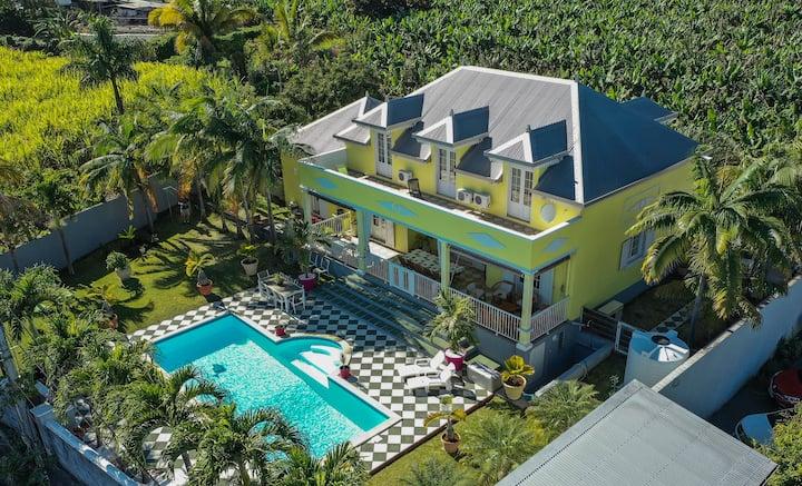 """Villa """"La Créole"""" avec piscine pour 8 à 12 pers."""