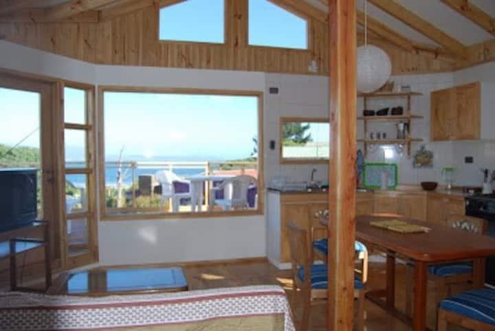 La Casita, acogedora, con jardines y vista al mar