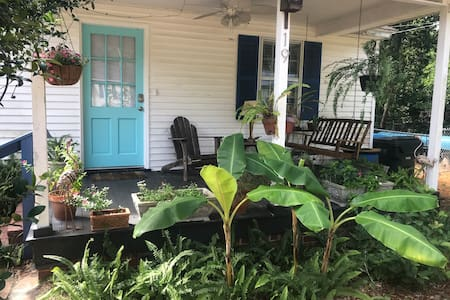 Cute Beachy House, Big yard & Pet Friendly