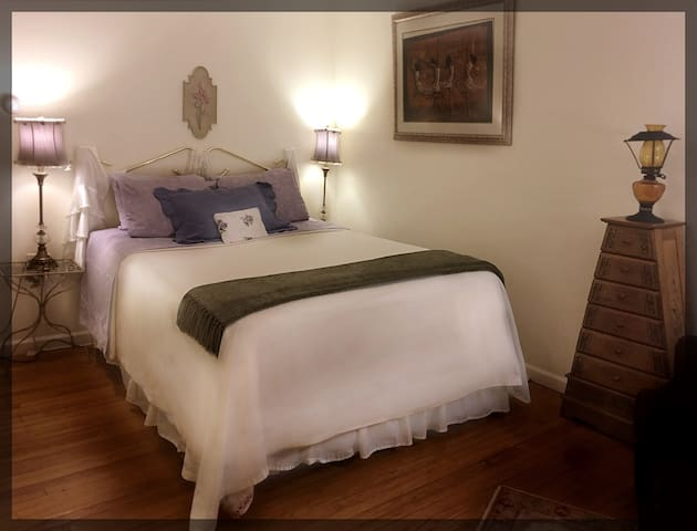 The Victorian Bed & Sitting Room - Rahway - Casa