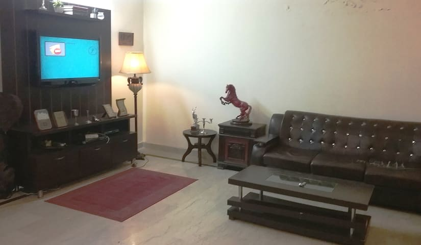 ENTIRE LUXURIOUS HOUSE IN HEART OF ISLAMABAD - Rawalpindi - Дом