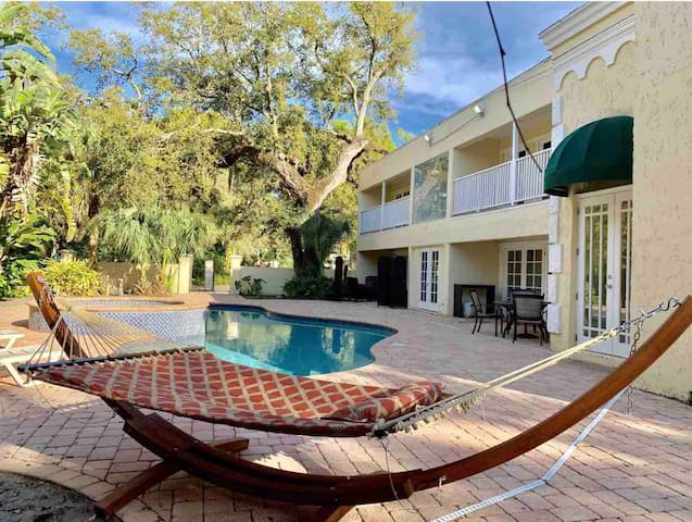 Private Suite with Jacuzzi, full bath, Large Patio