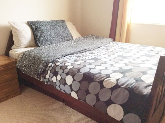 Cozy 4BD Room House - Full size bed