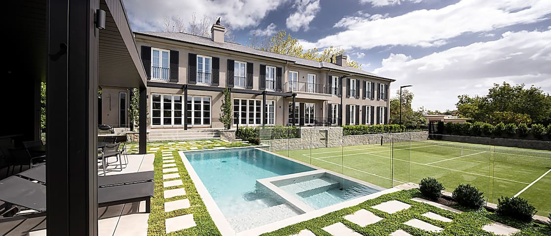 Private manor with pool & tennis court