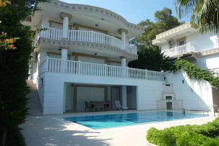 Luxery villa with 4bedroom and private pool - Çamyuva Belediyesi