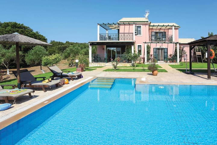 Peaceful country villa, close to sandy beaches,