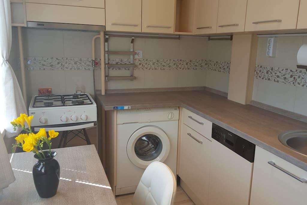 Konyha mosógéppel, mosogatógéppel