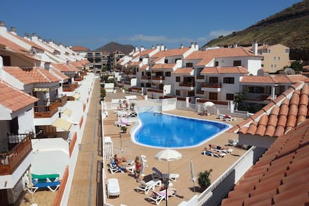 Los Cristianos, Playa Las Vistas, heated pool