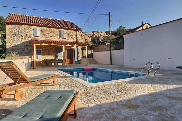 Refurbished stone villa with a privat pool