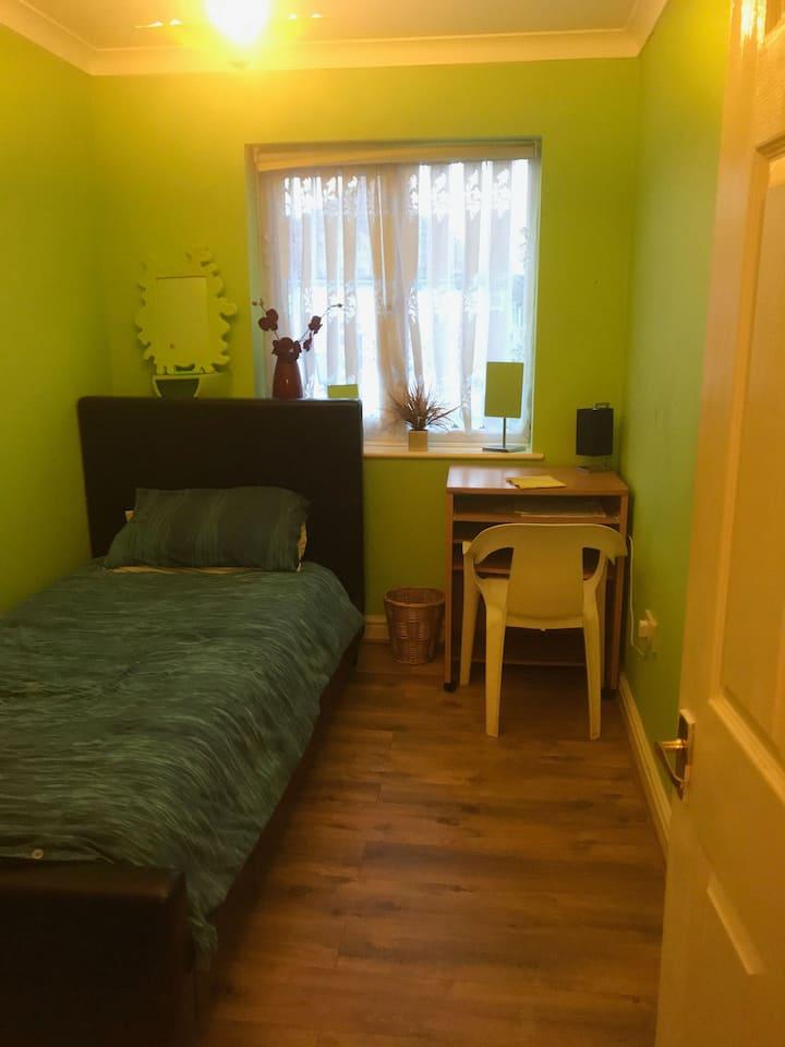 Cosy Single Room Near Bristol Parkway