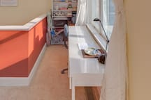 Bright loft apartment with deck - Falmouth Village