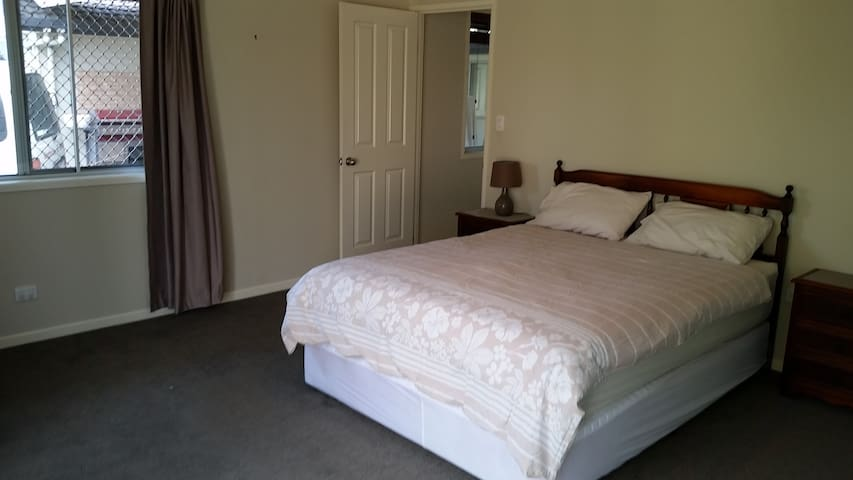 2 Bedrooms - Self contained and close to transport