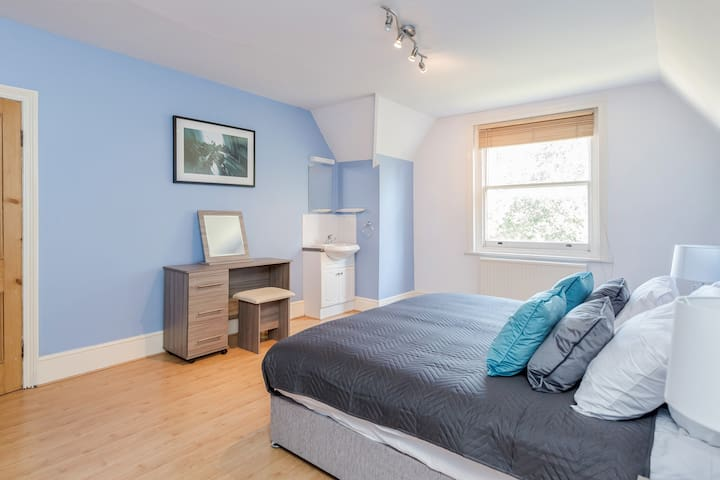 Modern Cozy 2 Bedroom Apartment Guildford