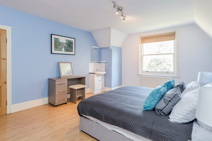 Modern and Comfy 2 Bedroom Apartment Guildford