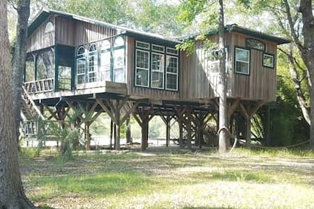 Tree House Cottage at Harlan's Landing