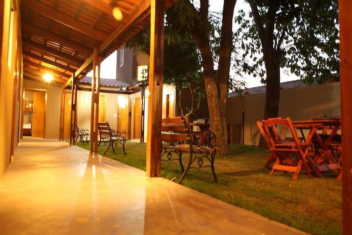 Quarto Completo para 3 Pessoas - Savana Hostel