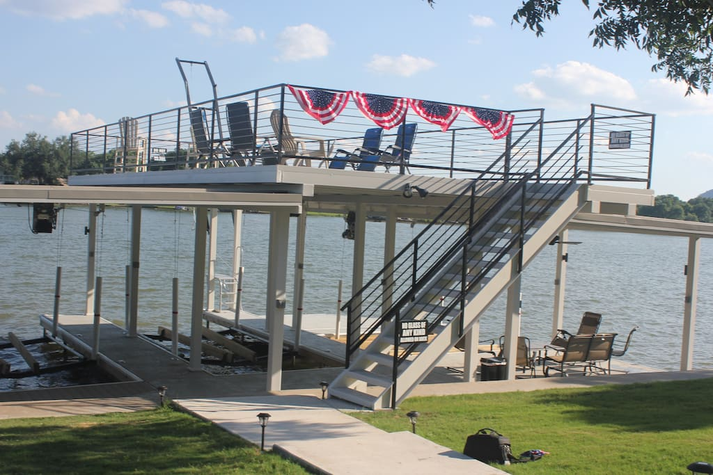 The 2 boat/2jet ski double level dock offers hours of fun.