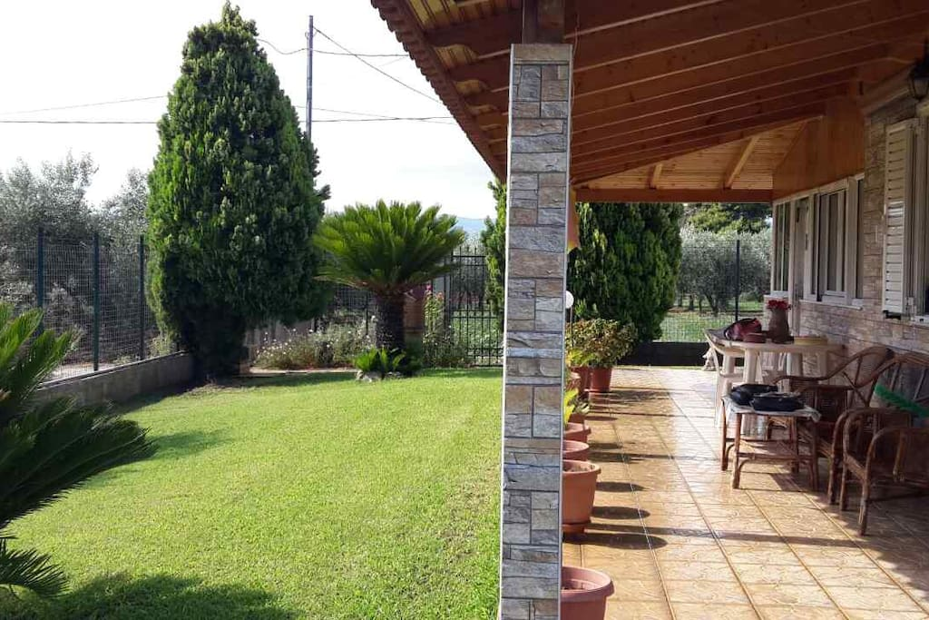 Huge garden ideal for big families with children and pets!