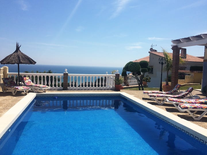 Villa with breathtaking views in  Benajarafe.