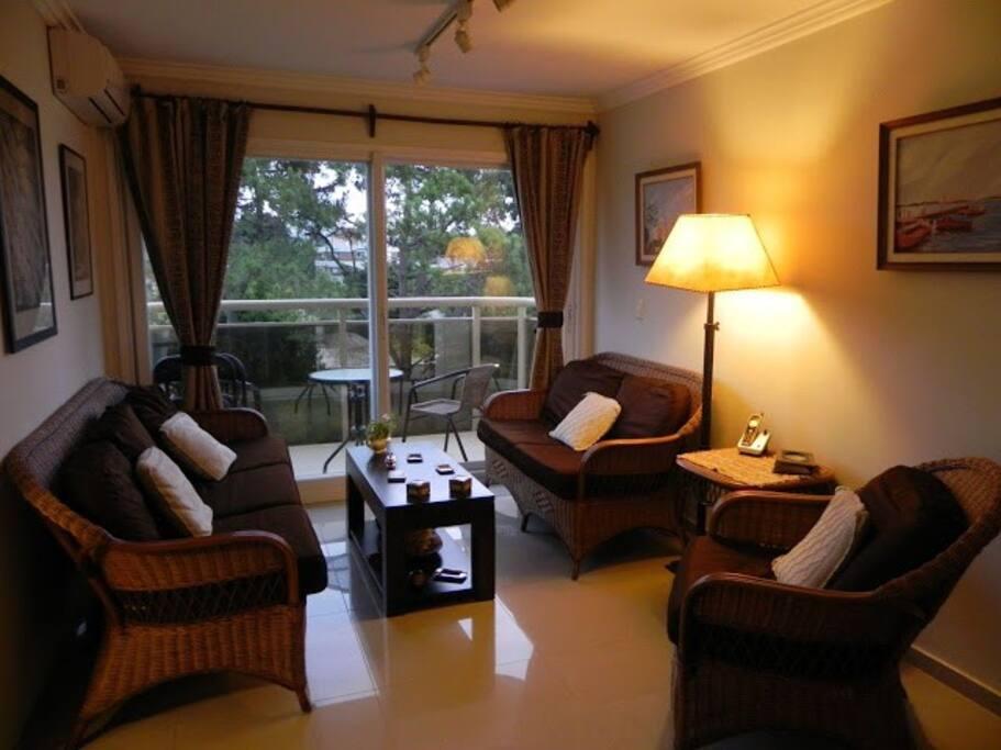 living con balcón