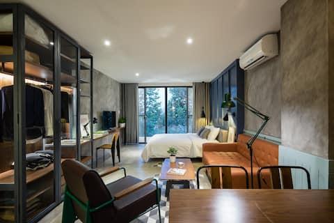 NEW Stay & Work in Modern Riverfront Apt/BestViews
