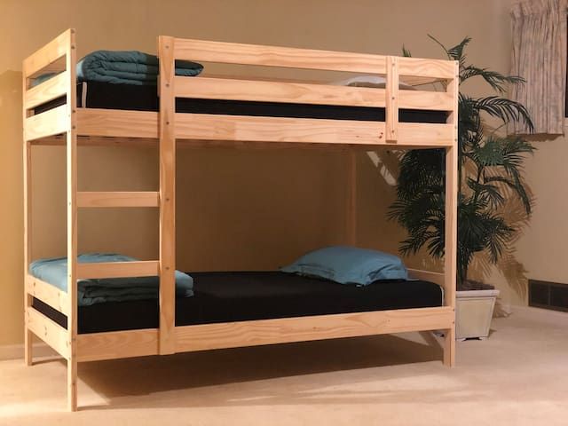 UBC Crash Pad - Sasamat Bunk
