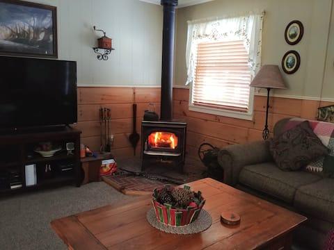 Pop's Place - Cozy 2 Bedroom Home