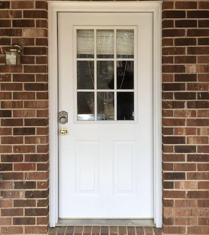 Bed & Bath~Own Entrance~10 min to LU! - Lynchburg - House