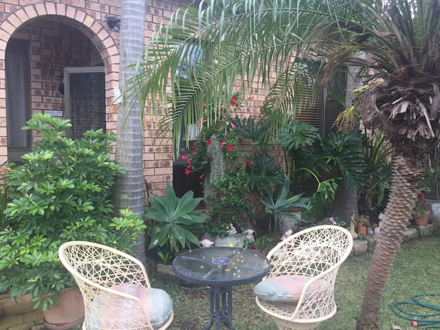 Peaceful abode close to transports - West Ryde - Дом