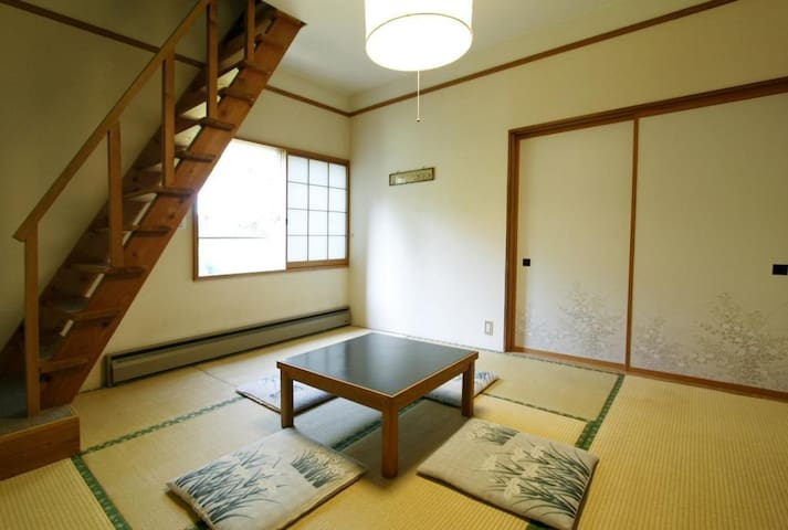 1 min to ski resort / log house style inn in a forest /Japanese room with loft (4 pax)