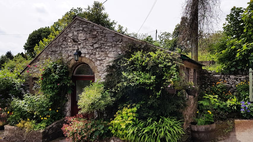 Peaceful, modern conversion in Peak District