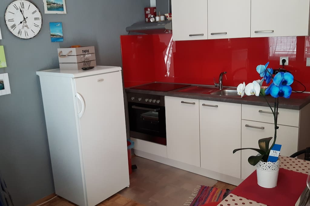 New kitchen (fully equipped) wtih TV, aircondition