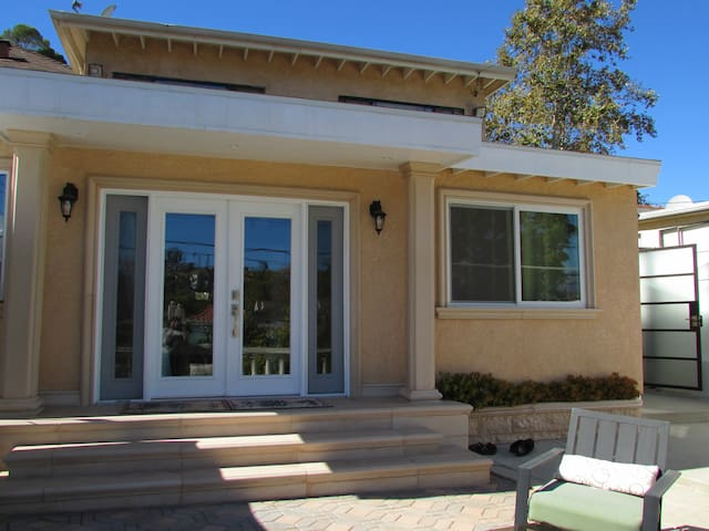 Spacious Modern Backhouse with Private Patio