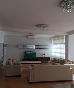 3-bedroom apartment in the centre of Baku - Baku