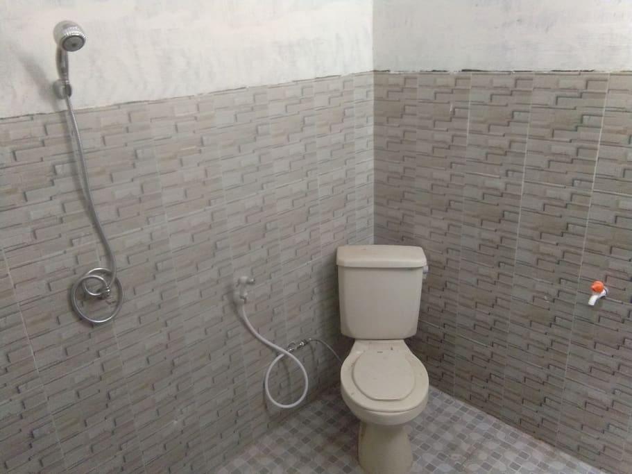 Inside bad room..  shower,  power water...