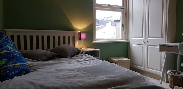 Double bedroom in Edwardian home near city-centre
