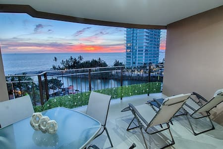 NEW Beachfront Condo in Hotel Zone - Puerto Vallarta - Condominium