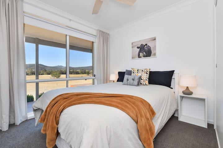 Queen bedroom with fantastic views