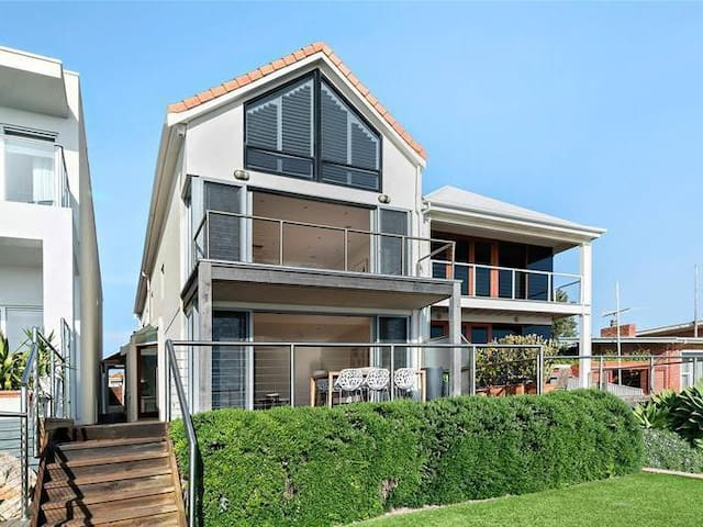 Seacliff Views - Huge house by the beach