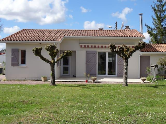 Maison de plain-pied - Castelnau-de-Médoc - Holiday home