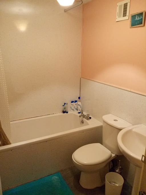 3 piece white bathroom suite with bath/shower, toilet and hand basin.