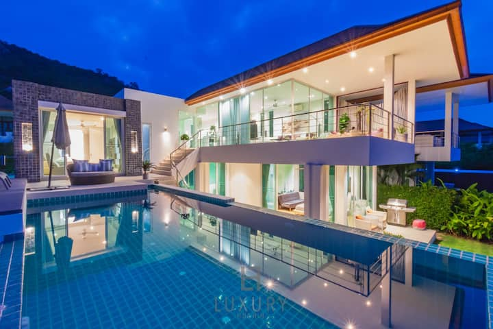 Luxury Modern 3 Bedroom Pool Villa with Sea View!