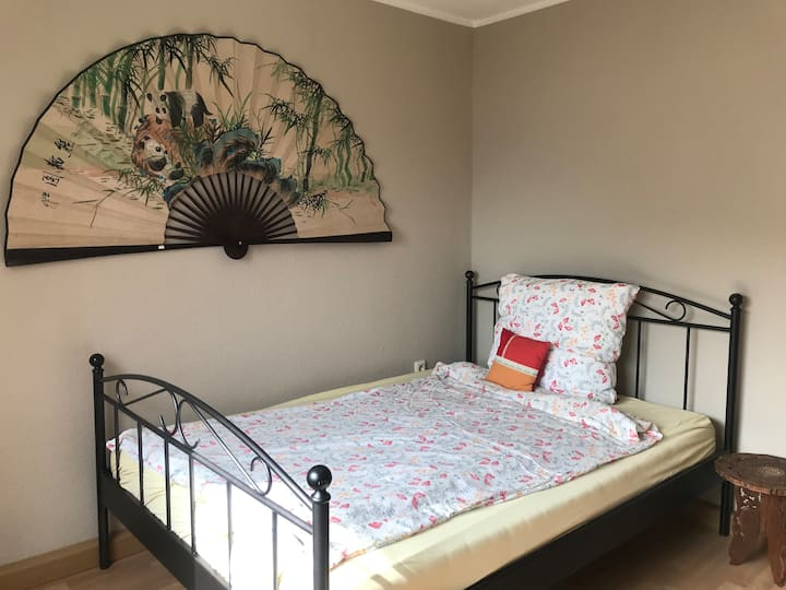 Asian style guest room in Bonn Endenich