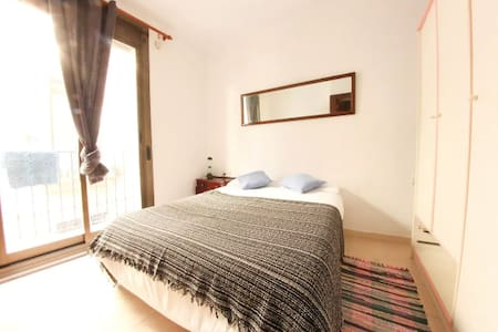 Big double Bed room with Balcony - Barcelone - Appartement