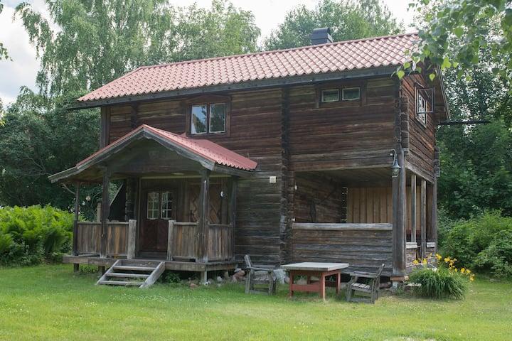 Trivsamt boende i sjönära stuga