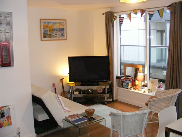 Double room with private bathroom near O2 - London - Wohnung