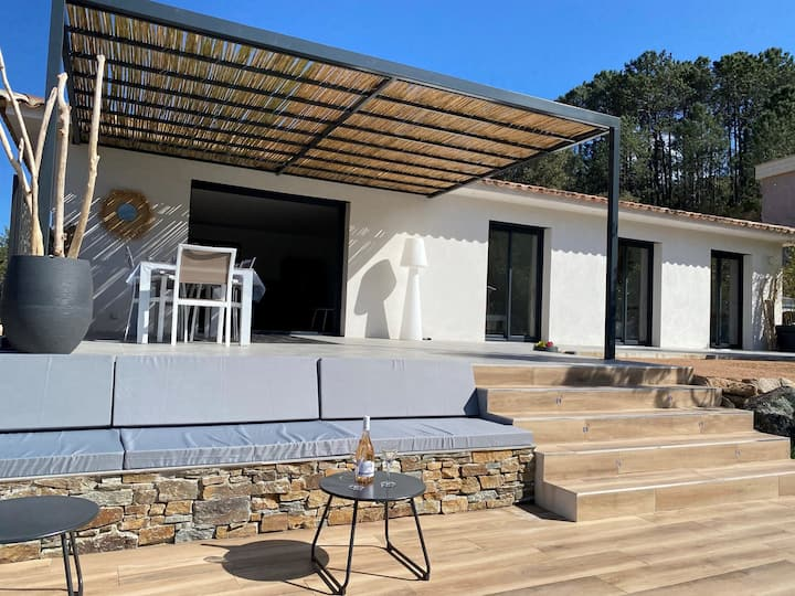 Nice 3 bedroom villa with heated pool close to beaches and amenities