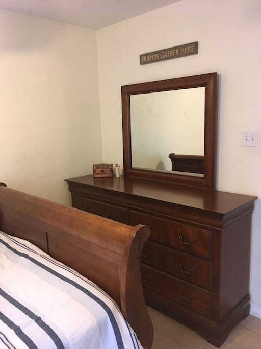 Large 6 drawer dresser with mirror