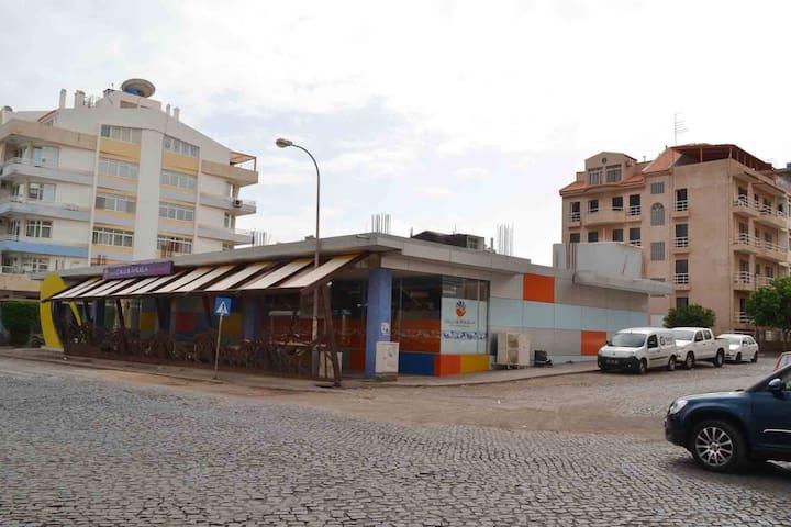 Joli T1 avec terrasse dans un quartier tranquille - Praia - Appartement